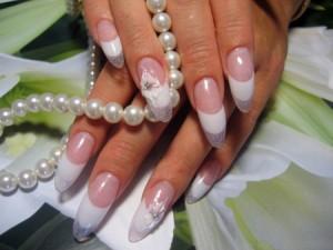 Стоит ли наращивать ногти или нужно сохранить то, что дано природой?